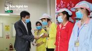 Liên đoàn Lao động tỉnh trao quà cho công nhân bị ảnh hưởng bởi dịch Covid-19