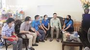 LĐLĐ tỉnh thăm tặng quà cho công nhân lao động bị thương tật do tai nạn lao động