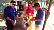Thanh niên xã biên giới rửa xe, bán nước mía gây quỹ giúp người nghèo