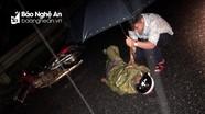 Giữa đêm mưa, thanh niên xung kích hỗ trợ cứu người gặp nạn