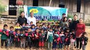 Hội đồng hương Nghệ An ở Nhật Bản trao quà cho học sinh nghèo tại Kỳ Sơn