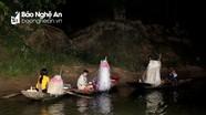 Làng chài nghèo vào mùa cá chạp