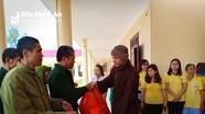 Chùa Phổ Môn trao quà cho thương binh và người vô gia cư ngày cận Tết