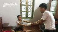 Bạn đọc Báo Nghệ An trao gần 27 triệu đồng hỗ trợ hoàn cảnh mẹ câm điếc nuôi con u não