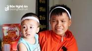 Mẹ qua đời khi đi bán cháo thuê, 2 em bé Nghệ An mồ côi không nơi nương tựa