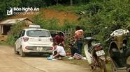 Một sản phụ Nghệ An trở dạ sinh con bên vệ đường