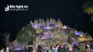 Hang đá khổng lồ làm từ hàng nghìn cây tre chào đón Giáng sinh ở Nghệ An