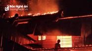 Người dân chung tay giúp đỡ gia đình bị cháy nhà ở và chuồng bò trong đêm