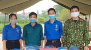 Vợ chồng trẻ ở Thanh Chương làm hàng trăm nón kính bảo hộ trao tặng các cơ sở phòng dịch