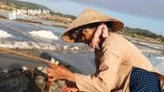 Diêm dân Nghệ An 'chắt nước gom muối' dưới trời đỉnh nắng