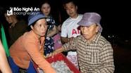 Cả nghìn người chen chân mua bán lúc nửa đêm ở bến cá sầm uất nhất Cửa Lò