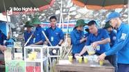Thí sinh trường làng ở Nghệ An được 'tiếp sức mùa thi' bằng nước mía miễn phí
