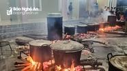 Người dân Nghệ An thức đêm nấu bánh chưng gửi bà con vùng lũ