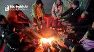 Người dân Nghệ An góp củi sưởi ấm ngày giá rét