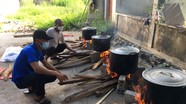 Làng quê chộn rộn gói bánh chưng đón Tết Trung thu
