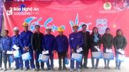 Liên đoàn Lao động huyện Tân Kỳ trao quà Tết cho 100 công nhân, lao động
