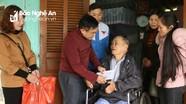 """Nhóm """"Đô Lương chia sẻ yêu thương"""" trao quà Tết gia đình chính sách, hộ nghèo"""