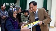 Báo Nghệ An, Công ty CP Xây dựng Tân Nam trao quà Tết các hộ nghèo xã Hưng Châu