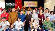 Trao quà và xe lăn cho 442 người khuyết tật ở Yên Thành