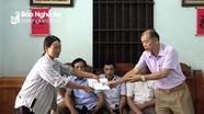 Trao hơn 9 triệu đồng hỗ trợ gia đình bị phá hoại 5 sào dưa hấu ở Diễn Châu