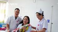 BVĐK Cửa Đông: 300 bệnh nhân nữ được tặng hoa hồng ngày Quốc tế Phụ nữ