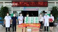 Báo Nghệ An phối hợp các doanh nghiệp trao quà hỗ trợ lực lượng y tế tuyến đầu chống dịch Covid-19