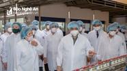 Thủ tướng đánh giá Vinamilk là doanh nghiệp điển hình vừa sản xuất vừa chiến đấu chống Covid-19