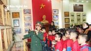 Học sinh Trường Tiểu học Hồng Sơn (TP. Vinh) tham quan tại nhà Truyền thống Sư đoàn 324