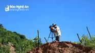 Phóng viên miền núi tác nghiệp cảnh lũ quét và sạt lở đất tại xã Mường Típ (Kỳ Sơn)