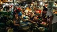 Nhộn nhịp nơi chợ đầu mối thành Vinh lúc nửa đêm về sáng