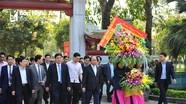 Thủ tướng Chính phủ Nguyễn Xuân Phúc dâng hương tại Khu Di tích Kim Liên