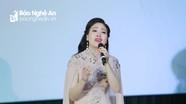 Sao Mai Huyền Trang trở lại showbiz với những bài hát về xứ Nghệ