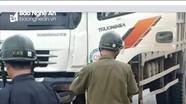 Xe máy va chạm xe tải, 1 người tử vong, 1 người bị thương nặng