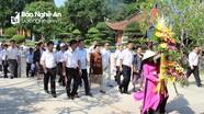 Đoàn đại biểu Tòa án Nhân dân tối cao 2 nước Việt Nam- Lào dâng hương tại Nam Đàn