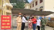 Hàng trăm công dân trong khu cách ly ở Con Cuông tri ân những người phục vụ