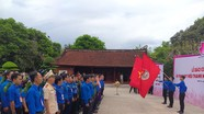 Đại biểu thanh niên tiên tiến cả nước dâng hoa tại Khu Di tích Kim Liên