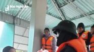Hội Chữ thập đỏ Nghệ An trao quà cứu trợ nhân dân Hà Tĩnh bị ngập lụt