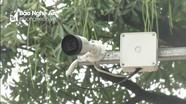 Camera cộng đồng phát hiện chủ quán lấy tiền của khách hàng