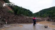 Tắc đường do sạt lở sau mưa lớn trên Quốc lộ 48C
