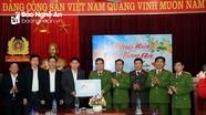 Đoàn công tác của tỉnh chúc Tết và trao quà tại Con Cuông, Tương Dương