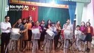 Trao hơn 600 suất quà cho người nghèo Quế Phong