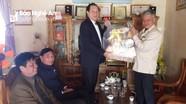 Phó Chủ tịch UBND tỉnh trao quà Tết tại Quỳ Hợp