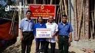 Trao tiền xây nhà Nghĩa tình đồng đội ở Nghi Lộc