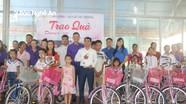 Trao xe đạp cho học sinh hoàn cảnh đặc biệt khó khăn ở Đô Lương