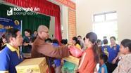 Trao quà cho các gia đình khó khăn ở Thanh Chương và Yên Thành