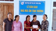 Bàn giao 2 nhà mái ấm tình thương cho hội viên phụ nữ nghèo ở thị xã Thái Hòa
