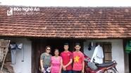 Trao tiền hỗ trợ cho tân sinh viên nghèo vượt khó tại Hưng Nguyên