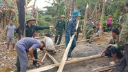Đồn biên phòng giúp dân dựng nhà mới sau khi bị cháy