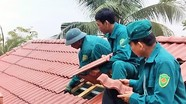 Giúp dân sửa nhà sau giông lốc