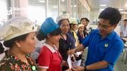 Trao quà cho công nhân hoàn cảnh khó khăn và nhà tình nghĩa cho người già neo đơn